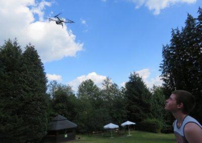 Die Teilnehmer*innen durften eine fliegende Drohne starten lassen.