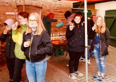 Exkursion zur Obstsaftmosterei der Biologischen Station Oberberg am Schloss Homburg