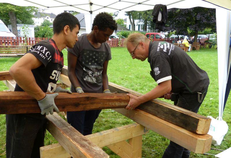 Teilnehmende beim Holzbau mit Zimmerermeister